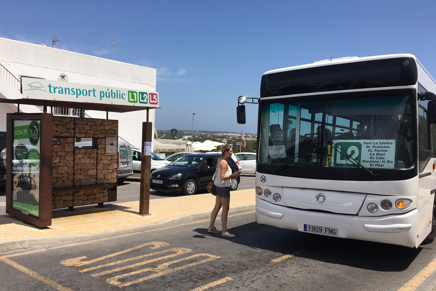 linea regular de autobús de transporte publico de Formentera