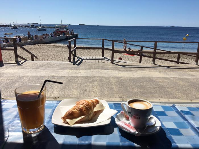bar albatros desayuno ruta en barco ibiza Formentera